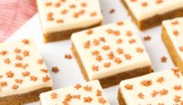 gallery-1479764352-gingerbread-cookie-bars7-lr013