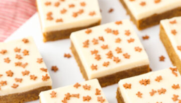 gallery-1479764352-gingerbread-cookie-bars7-lr013